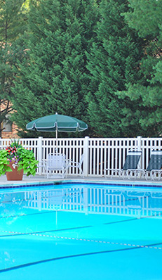 Swimming pool Foxchase apartments