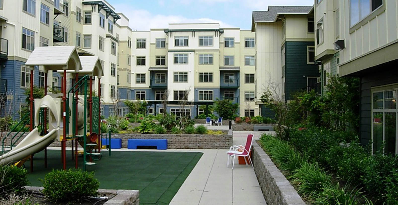 Apartments in Seattle have beautiful landscaping