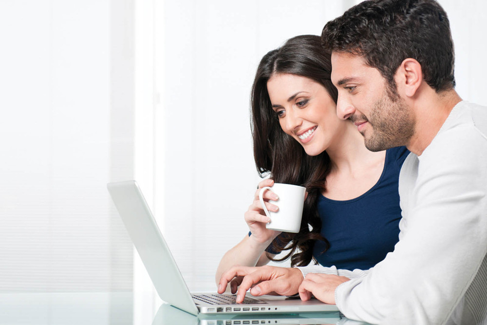 Young couple seeking apartments in Seattle