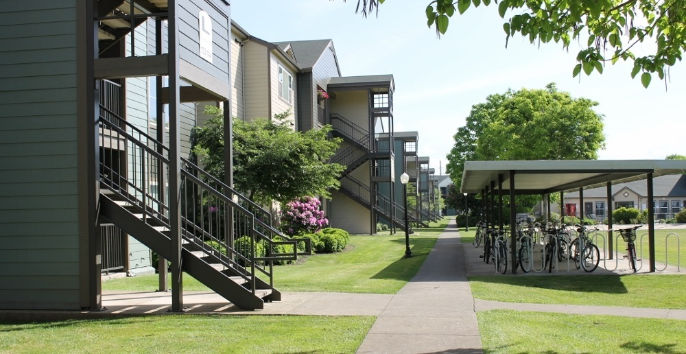 Eugene student apartments courtyard