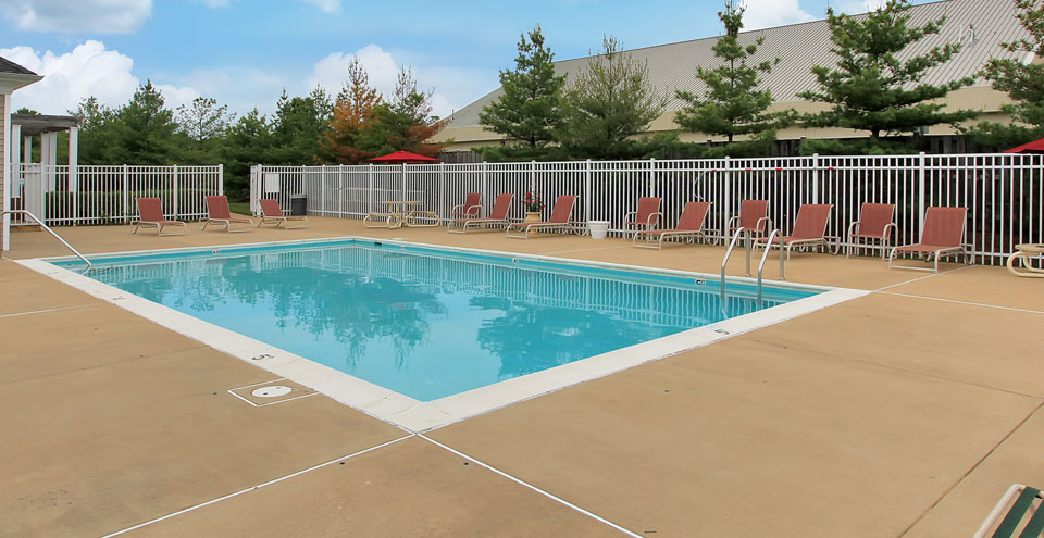 Swimming pool at fredericksburg apartments