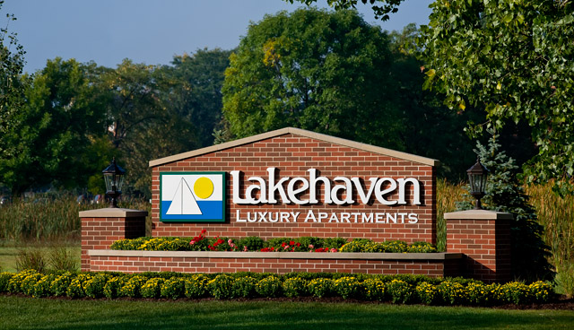 Sign at lakehaven apartments in carol stream il