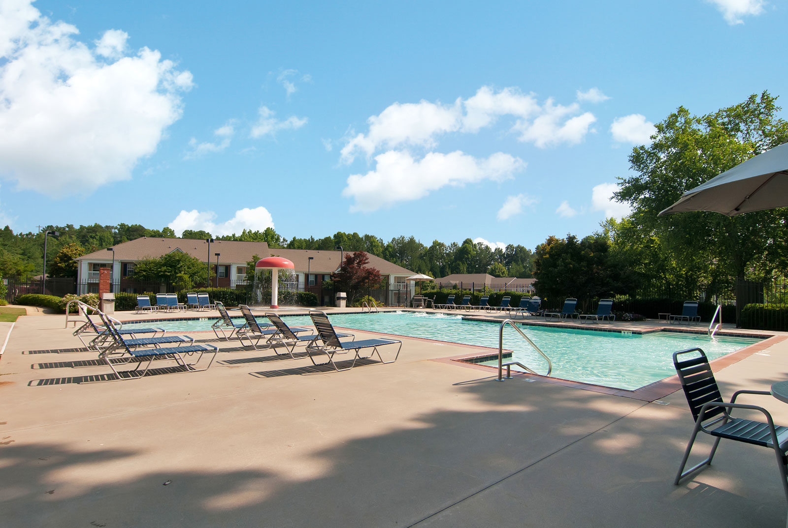 Apartments in Dallas with a swimming pool
