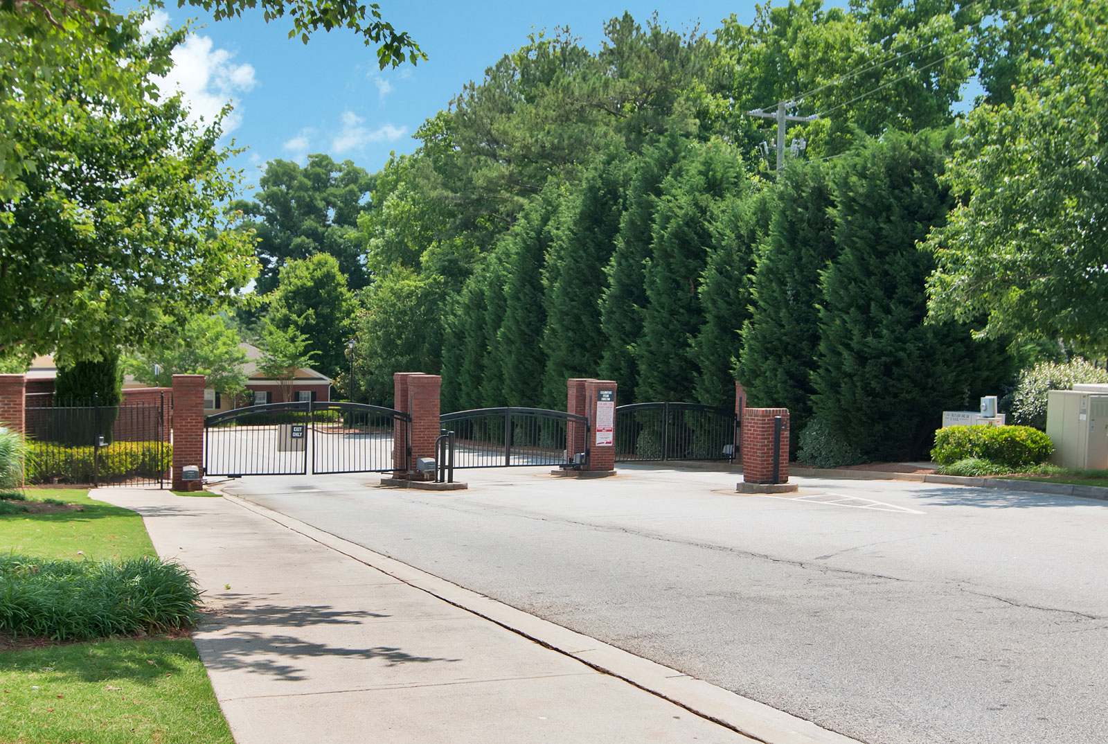 Dallas apartments in a gated community
