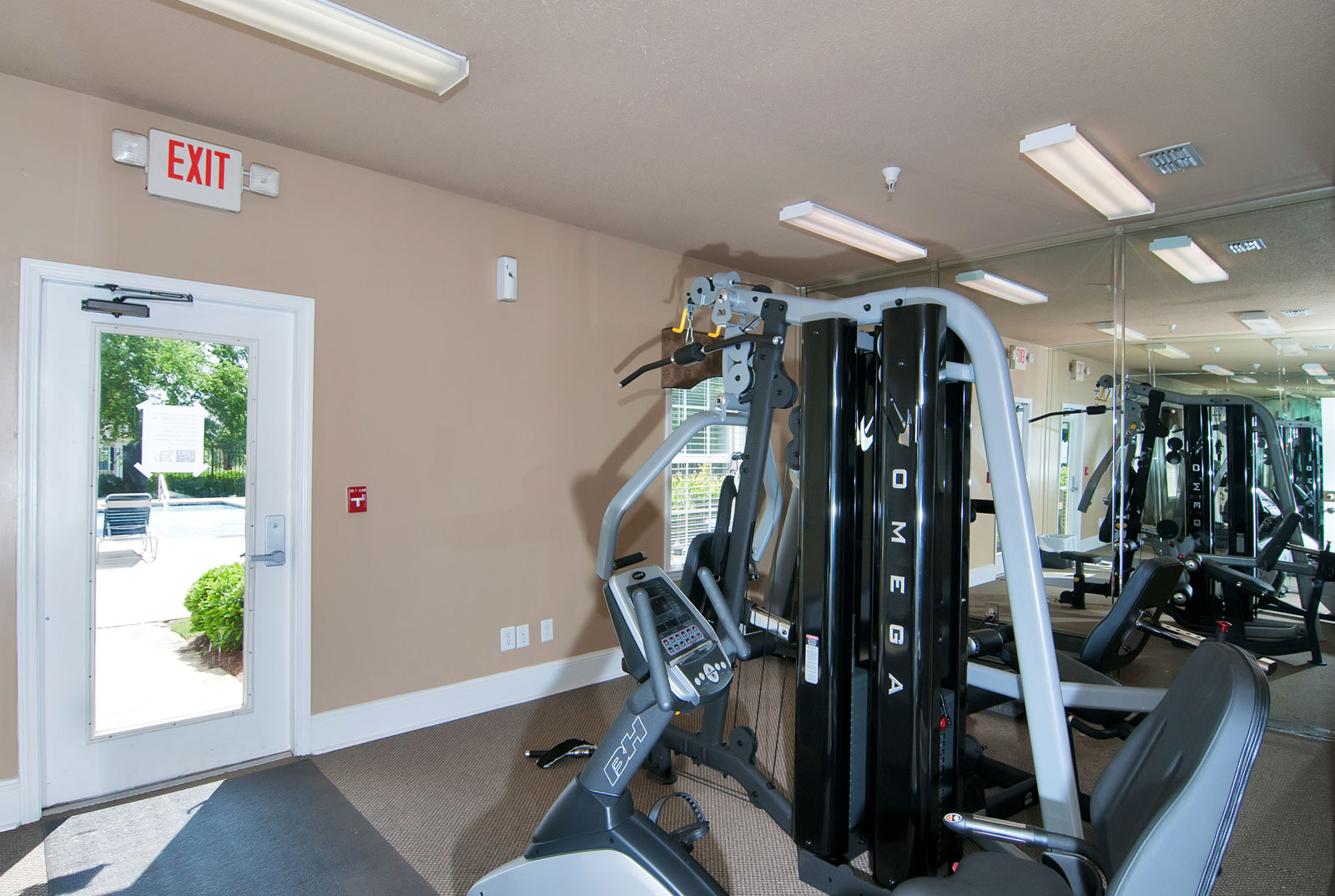 Fitness center at apartments in Dallas