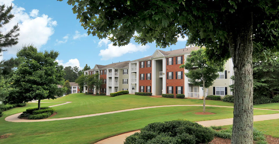 Exterior of Acworth apartments