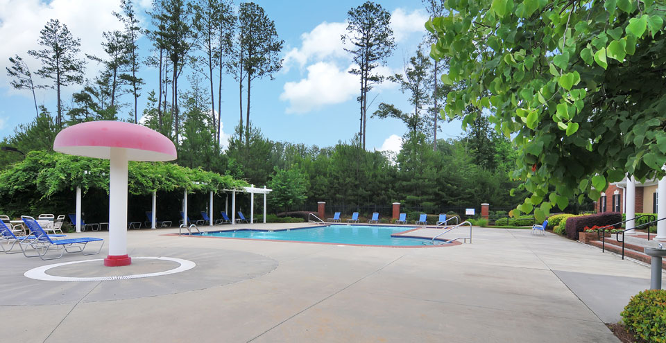 Apartments in Kennesaw with swimming pool