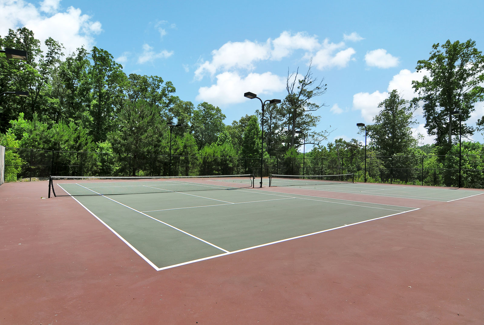 Apartments in Buford with tennis courts