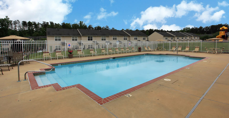 Fredericksburg apartments swimming pool