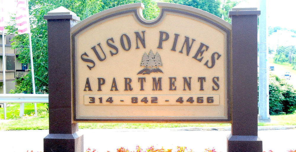 Entrance sign at suson pines apartments in saint louis