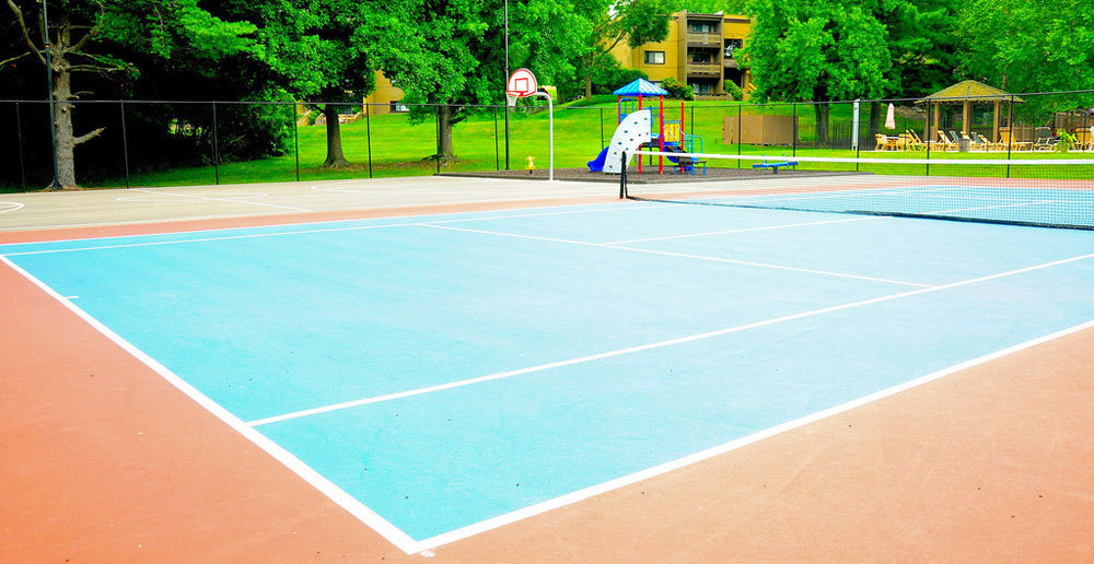 Tennis and basketball courts at apartments in st louis