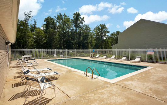 Poolside lounge at Chester apartments VA