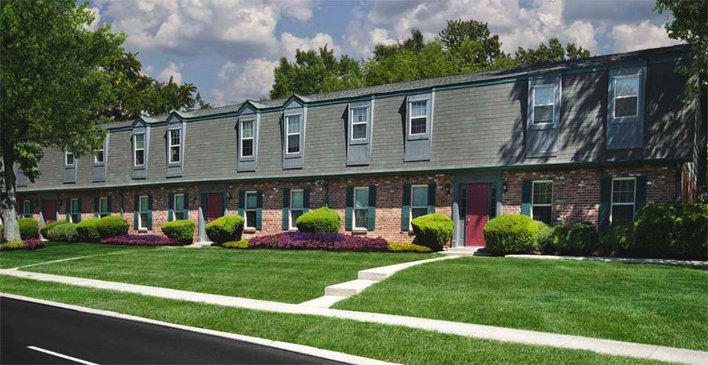 Beautifully landscaped townhomes in dayton