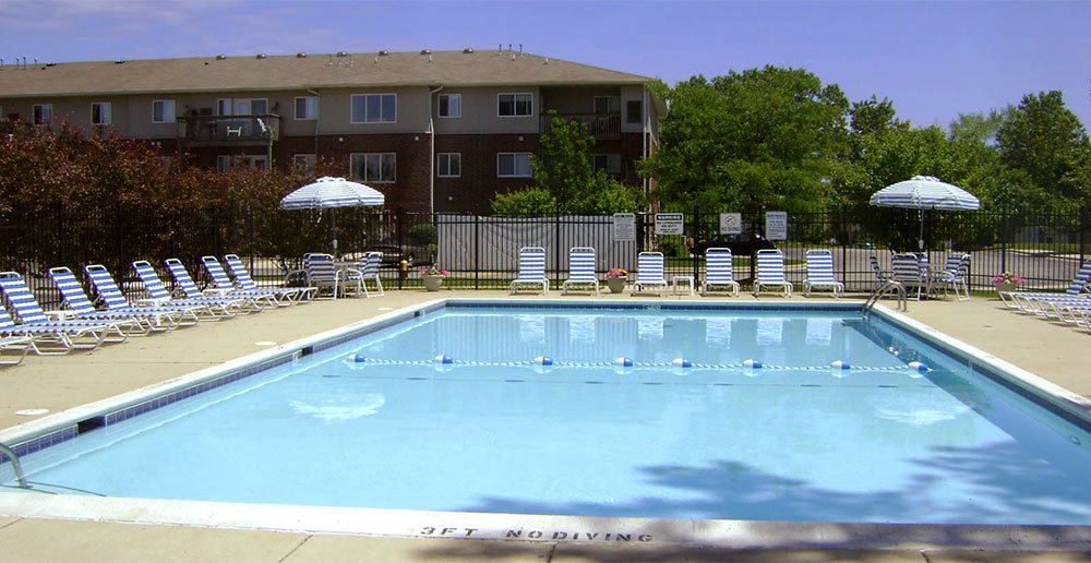 Swimming pool apartments in waukegan