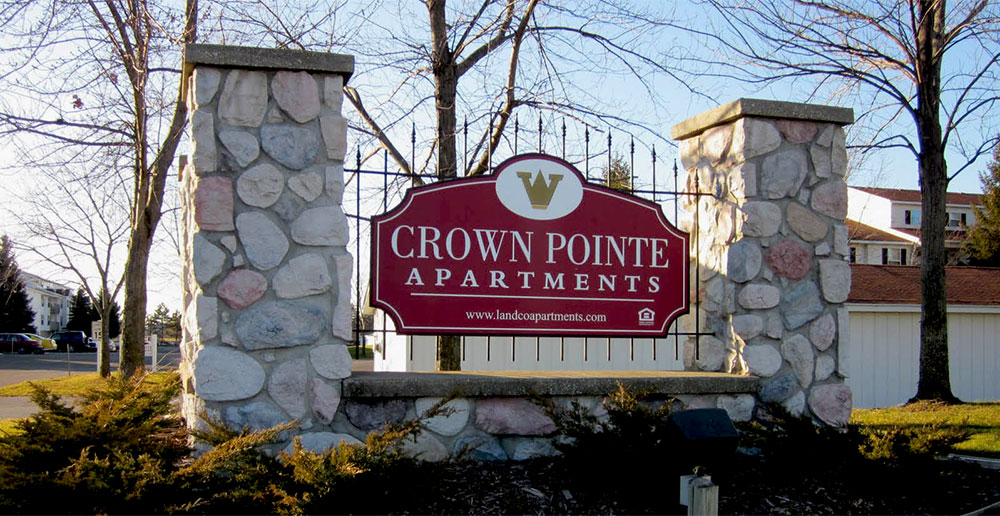Crown pointe apartments in holland