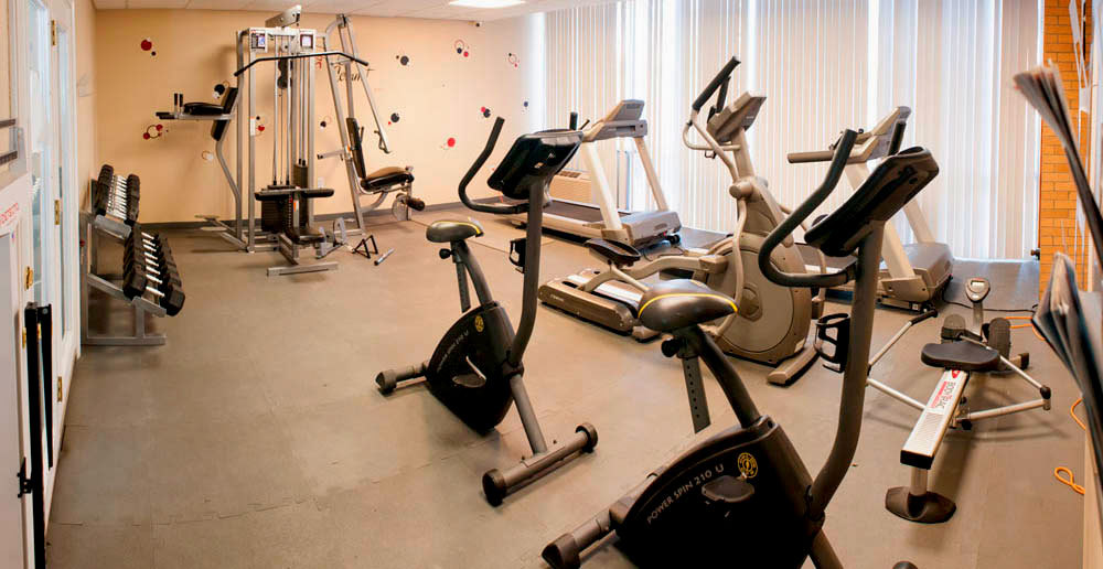 Fitness center at apartments in toledo