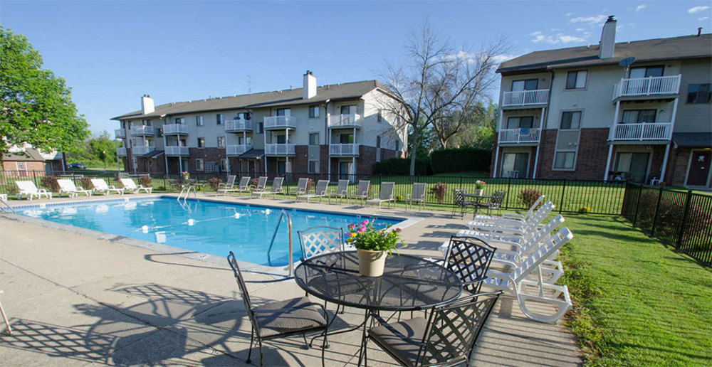 Swimming pool apartments in kentwood