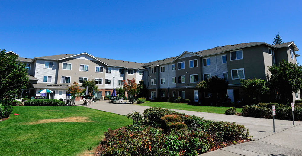 Senior living community in Lakewood features well landscaped grounds