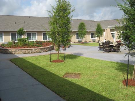 Lush landscaping at Katy assisted living