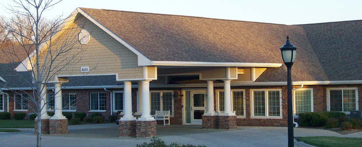 Urbandale assisted living has a Beautiful exterior