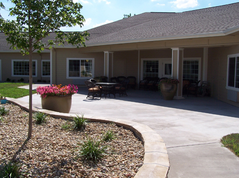 Lush landscaping at Springfield assisted living