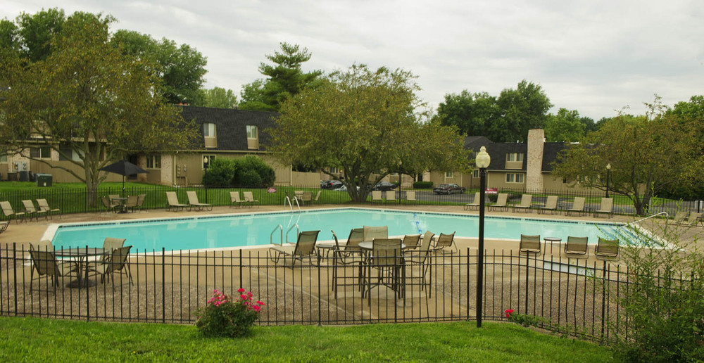 The pool outside Kansas City MO apartments