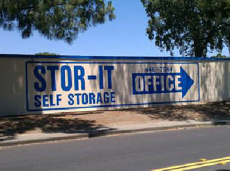 Vacavilla self storage sign