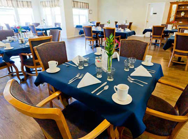 Dining at Mountain View assisted living
