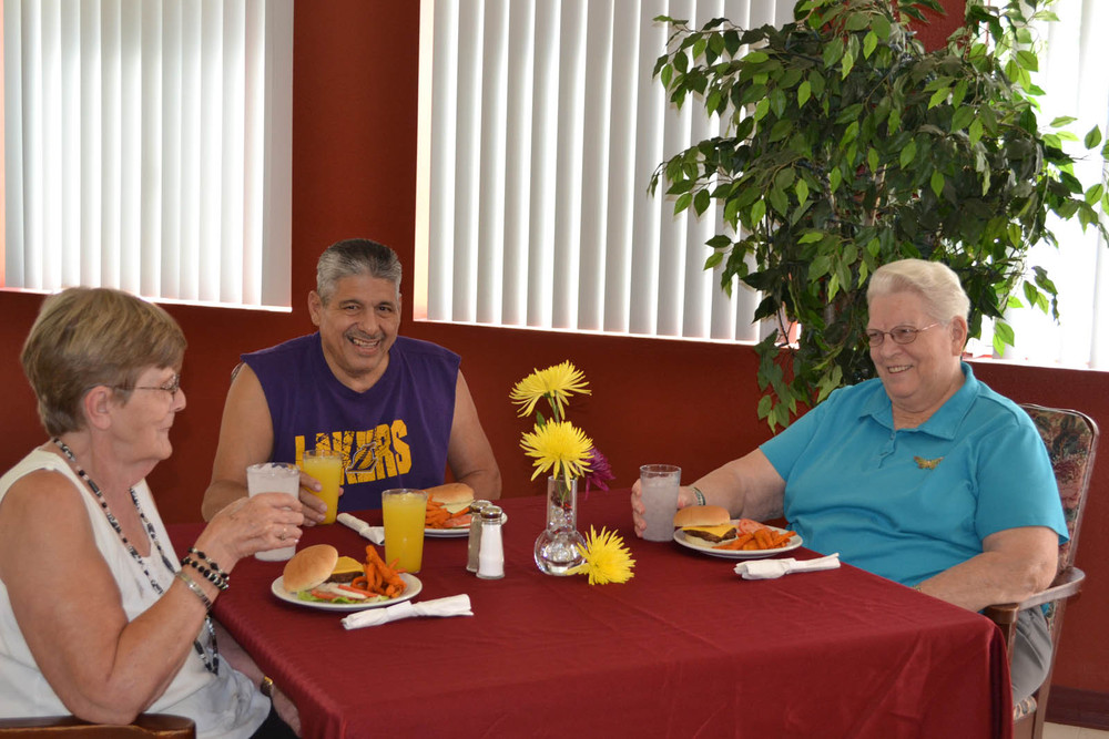 Residents dining at Mesa senior living