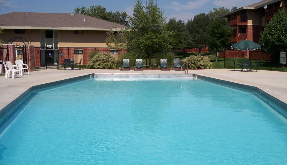 Des Moines IA apartments swimming pool