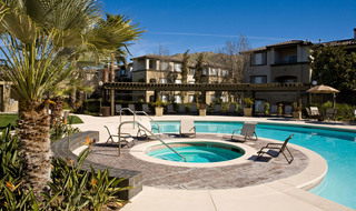 Riverside apartments pool and hot tub