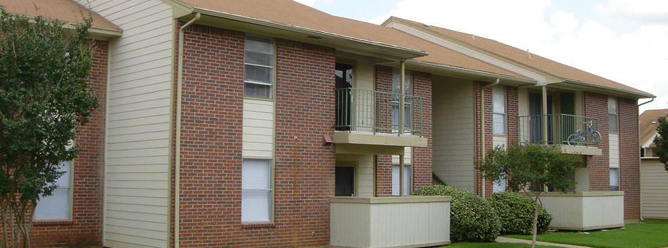 Exterior view of fort worth apartments