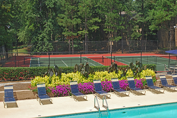 Play tennis at Harbor Pointe
