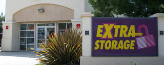 Exterior of self storage in Huntington Beach