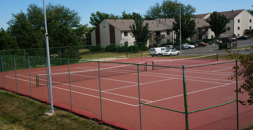 Tennis courts are offered at the apartments near Overland Park