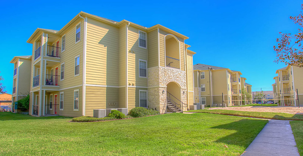 Exterior view at the college station student apartments