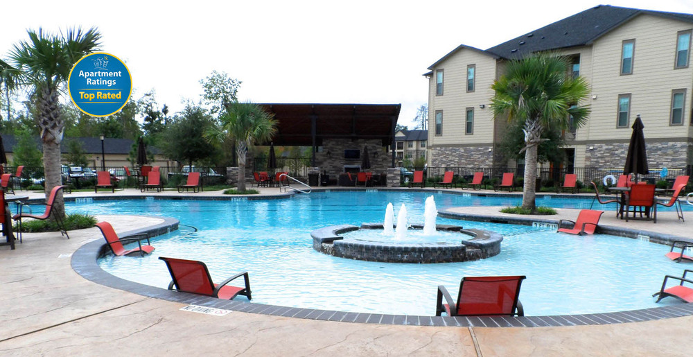 Apartments in Kingwood swimming pool
