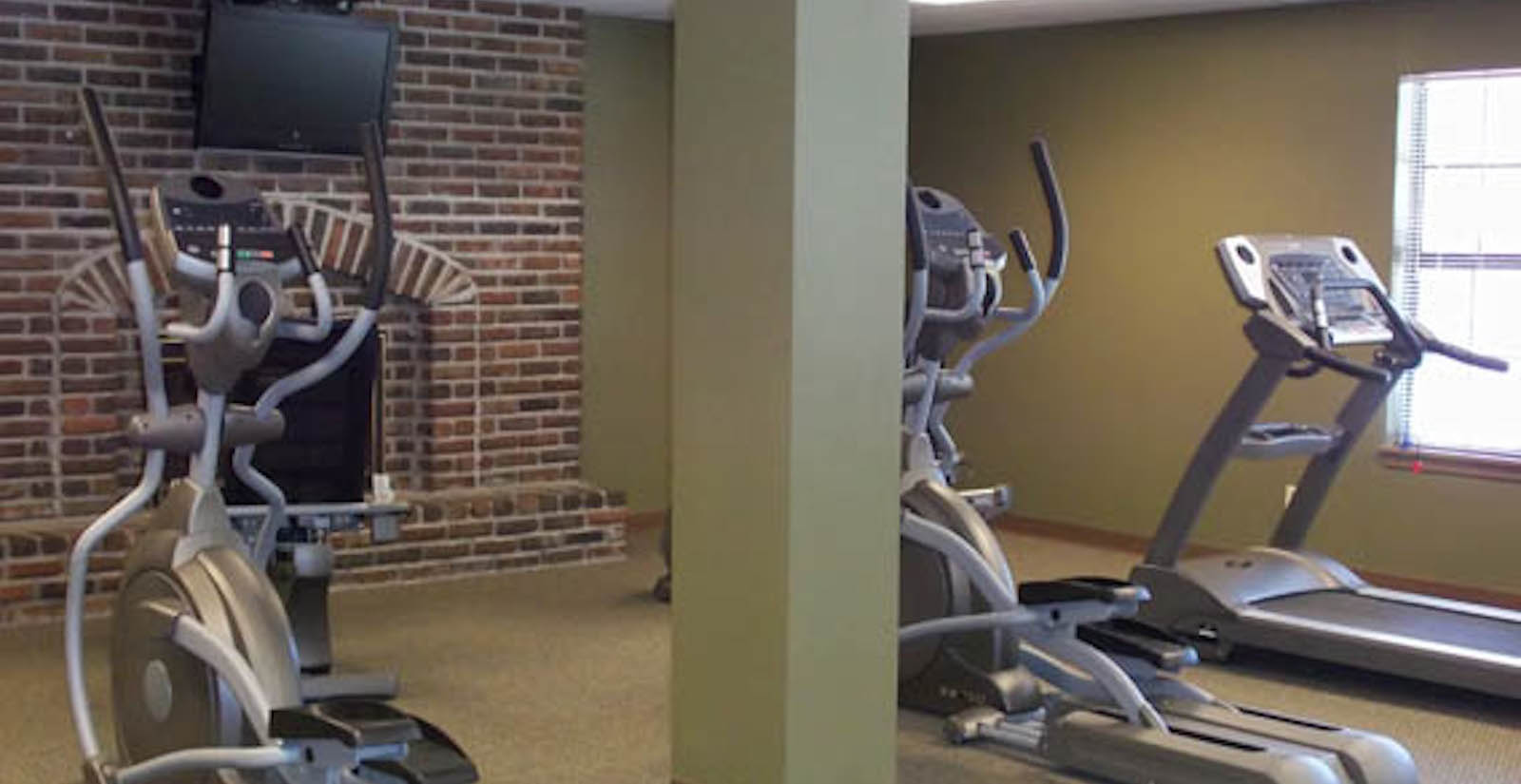 Fitness center at Kansas City apartments