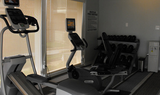 Fitness center at apartments in Irving