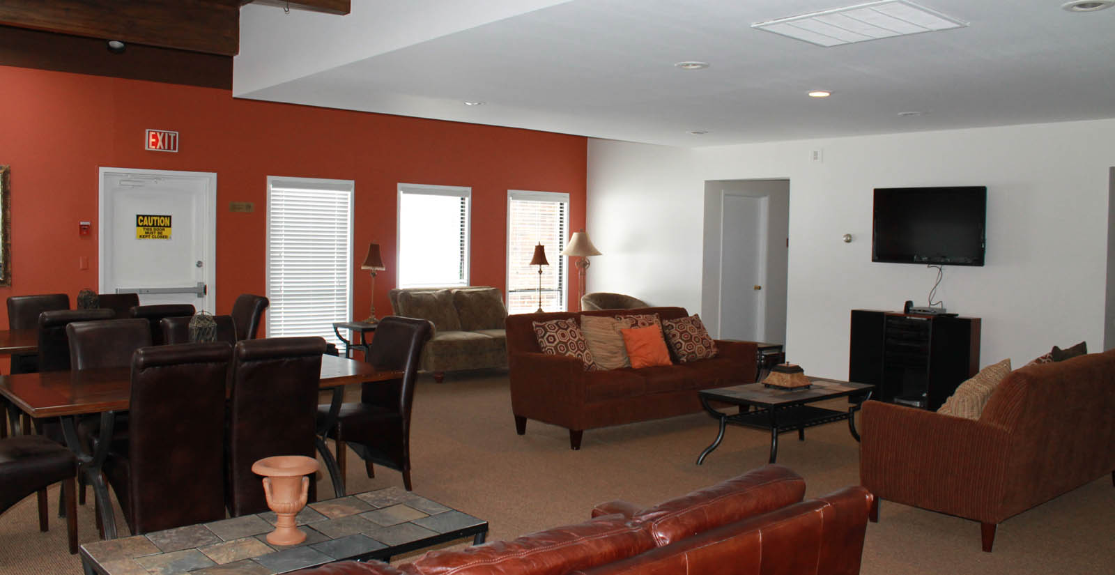 Lounge and clubhouse apartments in wauwatosa