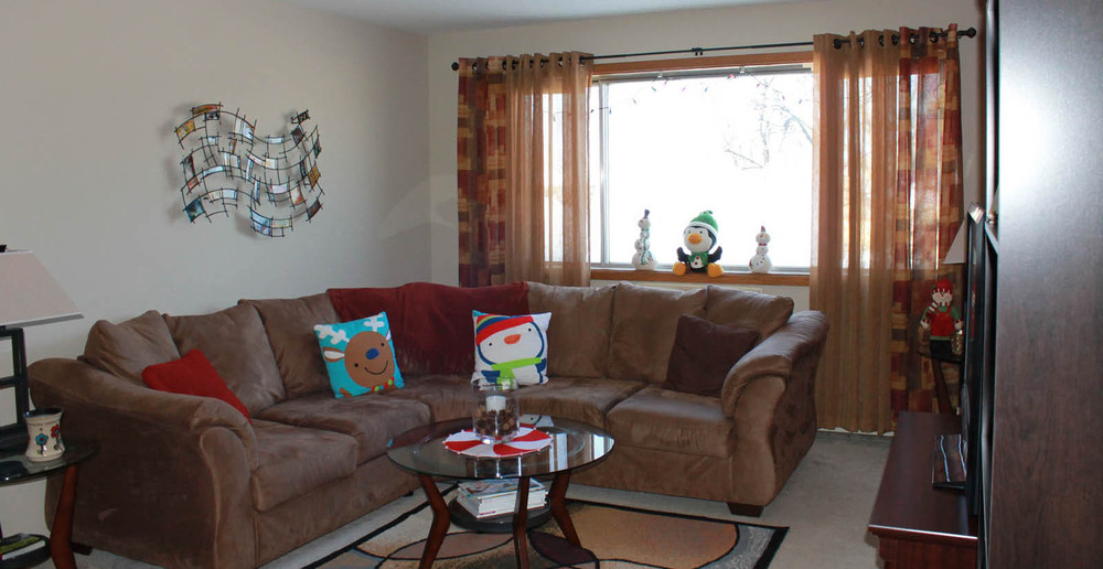 West Allis apartments have spacious living rooms