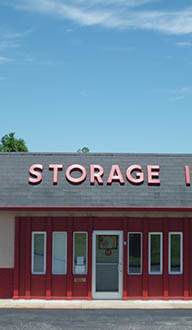 Self storage facility features in Alton