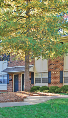 Knollwood Townhouse Apartments has student apartments in Burlington with great amenities.