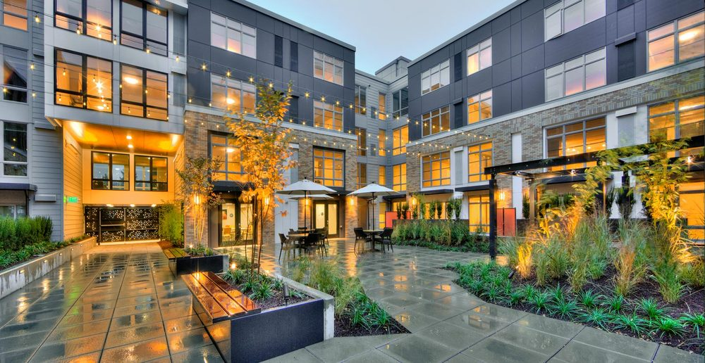 Outdoor Seattle apartment courtyard garden and seating