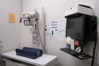 X-ray technicians are available at our Houston, Texas Cat Hospital