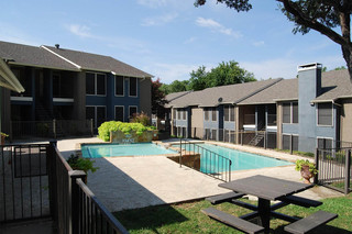Dallas apartment pool grounds