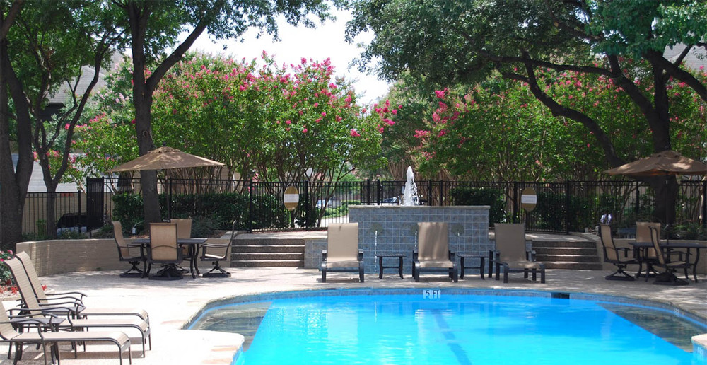 Shaded poolgrounds at dallas apartments