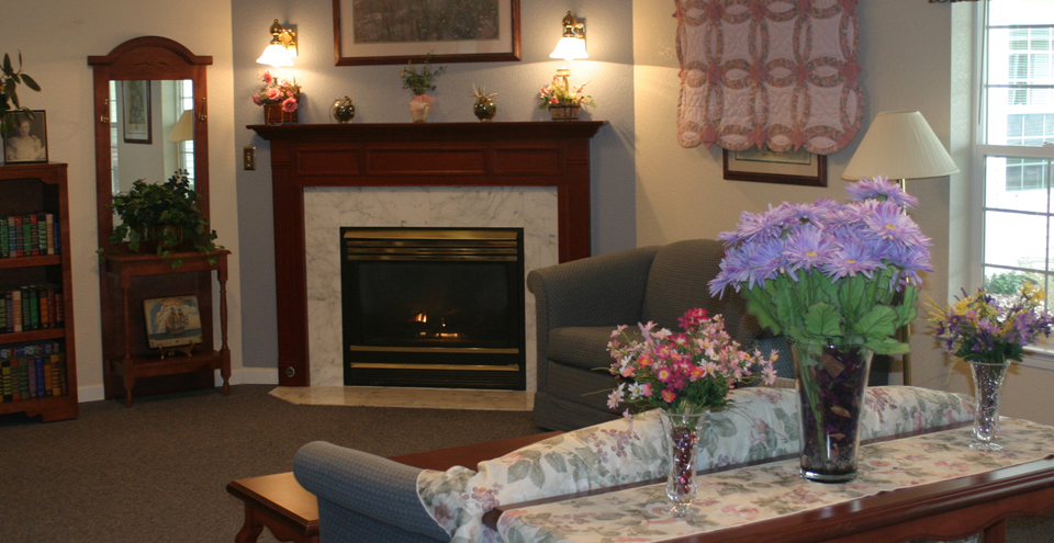 Community room senior living in cresent city 1