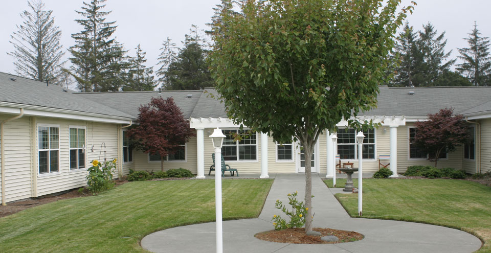 Cresent city senior living courtyard