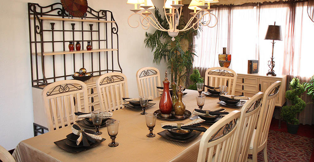 Cambria senior living dining room